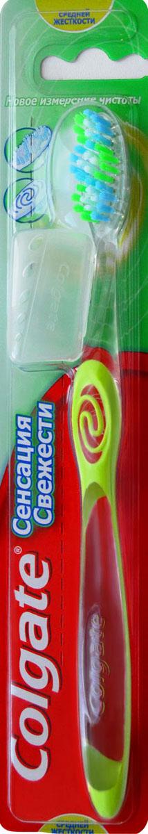 Зубная щетка Colgate Сенсация Свежести, средняя жесткостьFVN51966Зубная щетка Colgate Сенсация Свежести идеально чистит зубы и освежает дыхание. Уникальная система объемных полосок для чистки языка обеспечивает удаление бактерий, вызывающих неприятный запах изо рта, и способствует освежению дыхания. Удлиненная щетина на кончике щетки хорошо очищает труднодоступные участки полости рта. Щетка снабжена щетинками индикации износа, которые обесцвечиваются, напоминая вам, что зубную щетку требуется заменить. Характеристики: Материал: нейлоновые волокна, полипропилен. Длина щетки: 19 см. Производитель: США. Изготовитель: Китай. Товар сертифицирован.