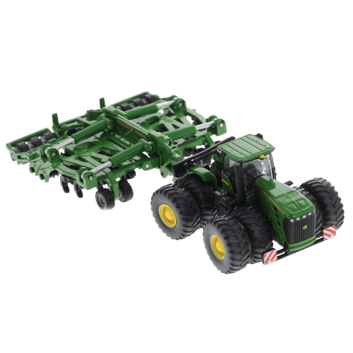 Siku Трактор John Deere 9630 c прицепом-культиватором Amazone Centaur1856Коллекционная модель Siku Трактор c прицепом-культиватором выполнена в виде точной копии трактора c прицепом-культиватором в масштабе 1/87. Такая модель понравится не только ребенку, но и взрослому коллекционеру и приятно удивит вас высочайшим качеством исполнения. Корпус трактора и культиватора выполнен из металла, кабина водителя и стекла в ней - из пластика, колеса прорезинены. Культиватор может по краям складываться. Колесики модели вращаются. Коллекционная модель отличается великолепным качеством исполнения и детальной проработкой, она станет не только интересной игрушкой для ребенка, интересующегося агротехникой, но и займет достойное место в любой коллекции.