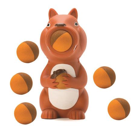 Игрушка Hog Wild Squeeze Popper: Белка, с шариками54450Игрушка Hog Wild Squeeze Popper: Белка выполнена из безопасного материала в виде забавной белочки с орешком в лапках. Также в комплект входят 6 мягких шариков из вспененного полимера и текстильная сетка для их хранения. Для запуска необходимо вставить шарик в рот белочки и нажать на ее живот. Чем сильнее нажатие - тем дальше выстреливает шарик. С этим ярким увлекательным набором можно устроить настоящие соревнования и выяснить, кто же сможет дальше добросить шарик. Игрушка поможет ребенку в развитии меткости, ловкости, координации движений и сноровки.