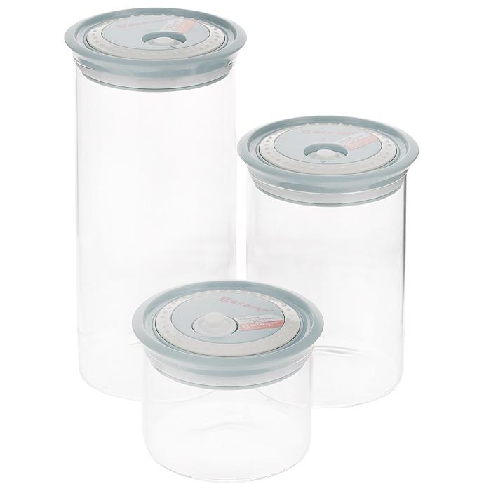 Набор банок для сыпучих продуктов Elemental Kitchen, цвет: голубой, 3 штN97667000Набор Elemental Kitchen состоит из трех банок разного объема, предназначенных для хранения сыпучих продуктов. Изделия выполнены из высококачественного боросиликатного стекла и снабжены пластиковыми крышками. Благодаря силиконовой прослойке и клапану, крышки плотно закрываются, что позволяет продуктам дольше оставаться свежими и предохраняет от попадания влаги. На крышке имеется кольцо со шкалой, которое позволит отследить время нахождения продуктов в емкости. Банки идеальны для хранения круп, макарон, печенья, чая, кофе, сахара, орехов и других сыпучих продуктов. Благодаря прозрачным стенкам, можно видеть содержимое банок. Такой набор стильно дополнит интерьер кухни и станет незаменимым помощником в приготовлении ваших любимых блюд. Комплектация: 3 шт. Высота банок (с крышками): 9 см; 17,5 см; 25,5 см. Диаметр банок (по верхнему краю): 11,5 см. Объем банок: 2 л, 1.3 л, 0.5 л.