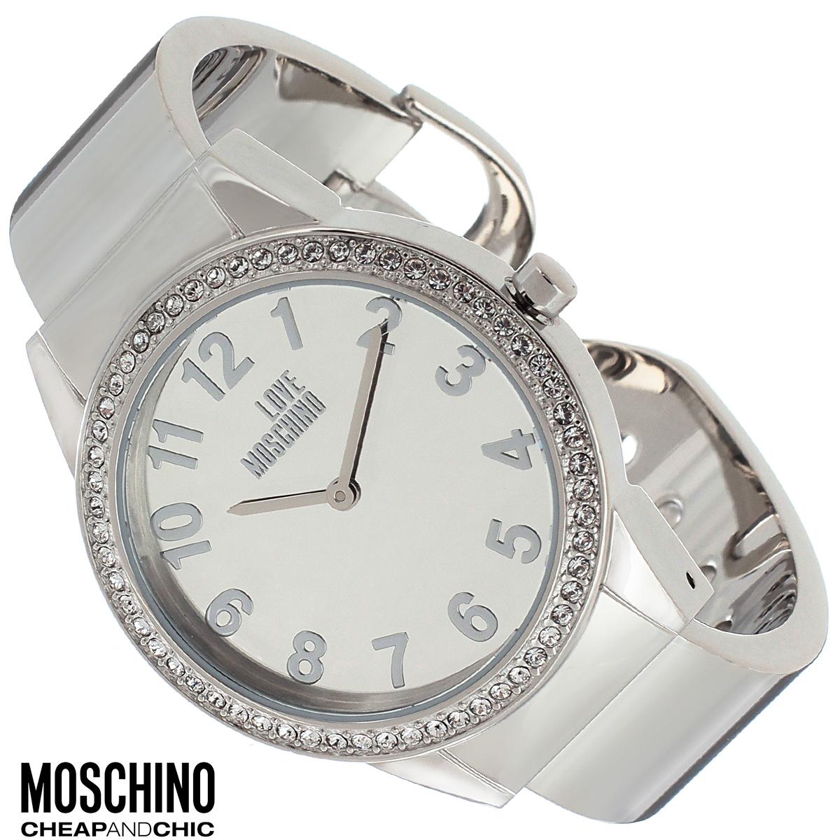 Часы женские наручные Moschino, цвет: серебристый. MW0440MW0440Наручные часы от известного итальянского бренда Moschino - это не только стильный и функциональный аксессуар, но и современные технологи, сочетающиеся с экстравагантным дизайном и индивидуальностью. Часы Moschino оснащены кварцевым механизмом. Корпус выполнен из высококачественной нержавеющей стали и по контуру циферблата оформлен стразами. Циферблат оформлен арабскими цифрами, надписью Love Moschino и защищен минеральным стеклом. Часы имеют две стрелки - часовую и минутную. Браслет часов выполнен из нержавеющей стали и имеет разъемную конструкцию. Часы упакованы в фирменную металлическую коробку с логотипом бренда. Часы Moschino благодаря своему уникальному дизайну отличаются от часов других марок своеобразными циферблатами, функциональностью, а также набором уникальных технических свойств. Каждой модели присуща легкая экстравагантность, самобытность и, безусловно, великолепный вкус. Характеристики: Диаметр циферблата: 3 см....