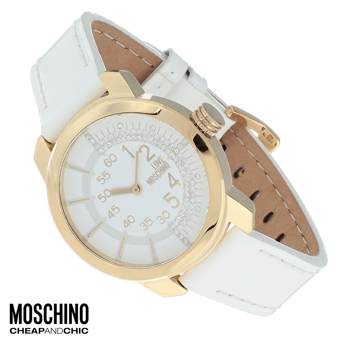 Часы женские наручные Moschino, цвет: белый, золотой. MW0408MW0408Наручные часы от известного итальянского бренда Moschino - это не только стильный и функциональный аксессуар, но и современные технологи, сочетающиеся с экстравагантным дизайном и индивидуальностью. Часы Moschino оснащены кварцевым механизмом. Корпус выполнен из высококачественной нержавеющей стали с PVD-покрытием. Циферблат с арабскими цифрами декорирован стразами и защищен минеральным стеклом. Часы имеют две стрелки - часовую и минутную. Ремешок часов выполнен из натуральной лаковой кожи и оснащен классической застежкой. Часы упакованы в фирменную металлическую коробку с логотипом бренда. Часы Moschino благодаря своему уникальному дизайну отличаются от часов других марок своеобразными циферблатами, функциональностью, а также набором уникальных технических свойств. Каждой модели присуща легкая экстравагантность, самобытность и, безусловно, великолепный вкус. Характеристики: Диаметр циферблата: 3,2 см. Размер корпуса: 3,8...