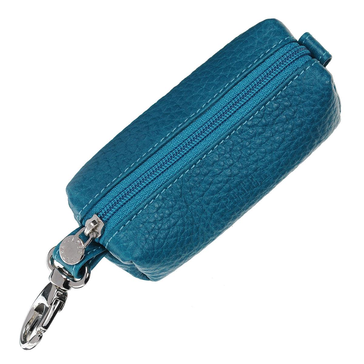 Ключница Petek, цвет: бирюзовый. 2542.46B.322542.46B.32 TurquoiseКомпактная ключница Petek - стильная вещь для хранения ключей. Ключница, закрывающаяся на застежку-молнию, выполнена из натуральной кожи. Внутри - металлическое кольцо для ключей на цепочке. С внешней стороны - карабин для крепления. Ключница упакована в фирменную коробку с логотипом. Этот аксессуар станет замечательным подарком человеку, ценящему качественные и практичные вещи.