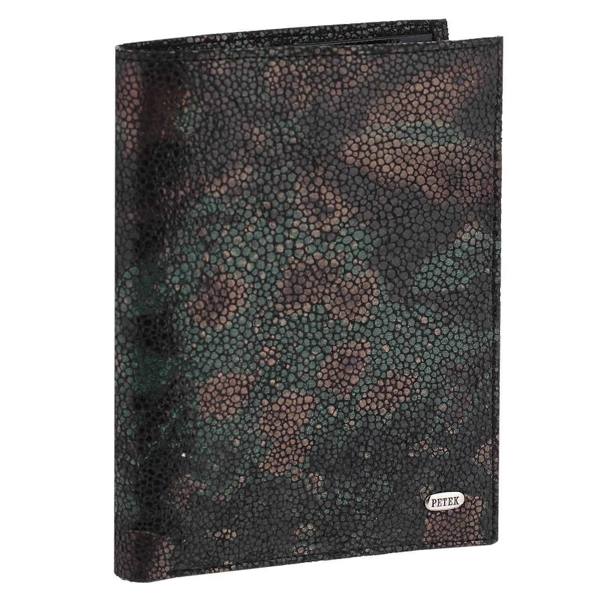 Обложка для паспорта и портмоне Petek, цвет: темно-зеленый. 597.137.09597.137.09 GreenПортмоне Petek станет стильным аксессуаром, идеально подходящим вашему образу. Внутри предусмотрено отделение для паспорта, которое поможет сохранить внешний вид ваших документов и защитить их от повреждений. На внутреннем развороте имеются два отделения для купюр, два вертикальных кармана для бумаг, пять кармашков для пластиковых карт и карман с сетчатой вставкой. Качественный и функциональный аксессуар из натуральной кожи станет замечательным подарком человеку, ценящему качественные и практичные вещи. Изделие упаковано в фирменную коробку коричневого цвета с логотипом фирмы Petek.