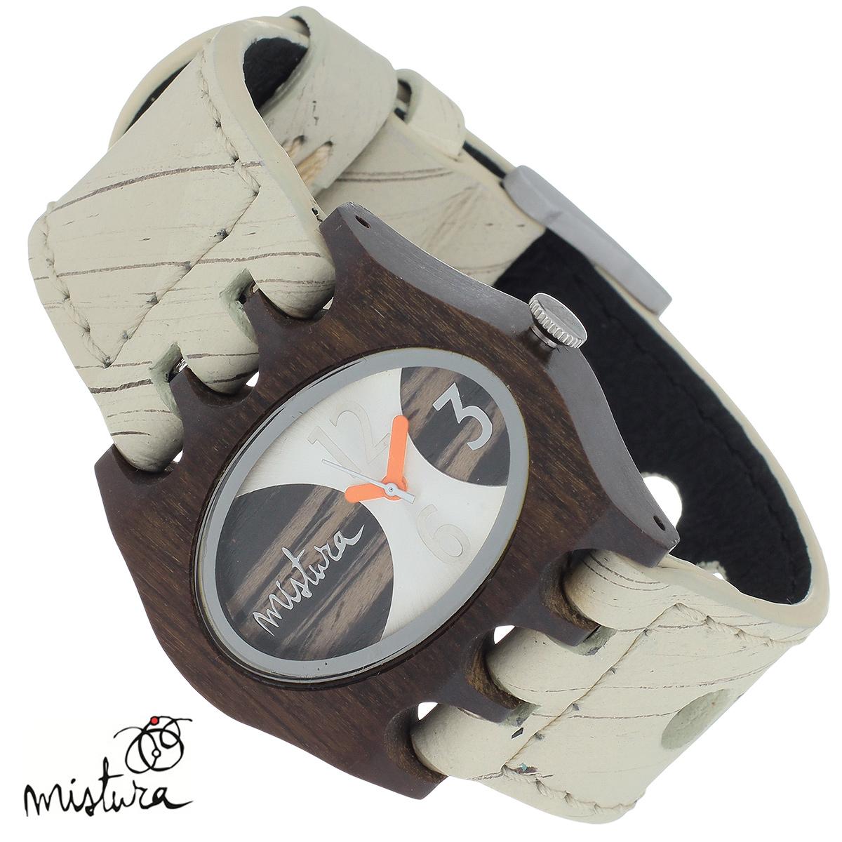 Часы наручные Mistura Kamera, цвет: бежевый. TP09005HLPUEBWDTP09005HLPUEBWDНаручные часы Mistura благодаря своему эксклюзивному дизайну позволят вам выделиться из толпы и подчеркнуть свою индивидуальность. Для изготовления корпуса часов используется древесина тропических лесов Колумбии с применением индивидуальных методов ее обработки. Дизайн выполняется вручную. Часы оснащены японским кварцевым механизмом MIYOTA. Широкий ремешок из натуральной кожи с фактурной поверхностью оформлен декоративной отстрочкой, застегивается на застежку с деревянным язычком. Корпус часов изготовлен из дерева пуи. Циферблат оформлен отметками и арабскими цифрами и защищен минеральным стеклом. Часы имеют функцию защиты от брызг, вы можете находиться в них под дождем в течение недолгого времени. Изделие упаковано в фирменную коробку с логотипом компании Mistura. Часы марки Mistura идеально подходят молодым и уверенным в себе людям, ценящим качество, практичность и индивидуальность в каждой детали. Каждая модель оснащена оригинальным...