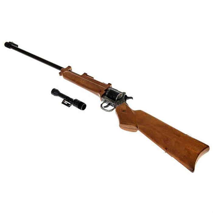 Ружье Wichita Gewehr Metall Western0229/96Ружье Wichita Gewehr Metall Western приведет в восторг любого малыша, увлеченного романтикой вестернов и оживленных погонь. Оно идеально подойдет для детских игр в отважных защитников правопорядка и дерзких бандитов. Игрушка выполнена из прочного безопасного пластика и металла и представляет собой реалистичную модель винтажного ружья, украшенного изящной резьбой. Ружье отлично стреляет, а эргономичный приклад обеспечивает удобство во время игры. Емкость магазина: 12 пистонов. Это ружье непременно придется по вкусу вашему ребенку, он сможет часами играть с ним, придумывая различные истории и разыгрывая сцены из любимых фильмов. Такие игры помогут малышу развить социальные и коммуникативные навыки, воображение, крупную и мелкую моторику. Порадуйте своего ребенка таким замечательным подарком! Edison Giocattoli - один из лучших производителей игрушечных пистонных пистолетов, мишеней и винтовок с пульками. Игрушки компании Edison Giocattoli выпускаются на...
