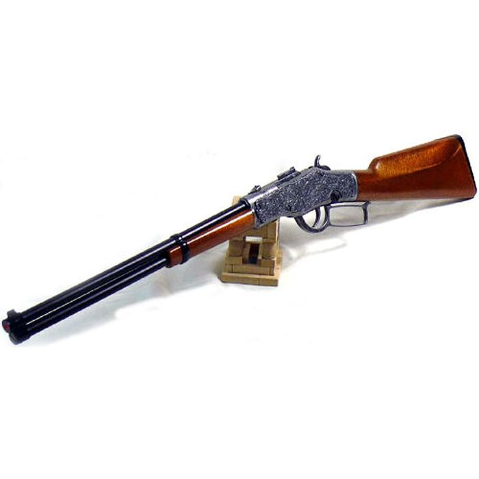Ружье Jefferson Gewehr Metall Western0360/26Ружье Jefferson Gewehr Metall Western приведет в восторг любого малыша, увлеченного романтикой вестернов и оживленных погонь. Оно идеально подойдет для детских игр в отважных защитников правопорядка и дерзких бандитов. Игрушка выполнена из прочного безопасного пластика и металла и представляет собой реалистичную модель винтажного ружья, украшенного изящной резьбой. Ружье отлично стреляет, а эргономичный приклад обеспечивает удобство во время игры. Емкость магазина: 13 пистонов. Это ружье непременно придется по вкусу вашему ребенку, он сможет часами играть с ним, придумывая различные истории и разыгрывая сцены из любимых фильмов. Такие игры помогут малышу развить социальные и коммуникативные навыки, воображение, крупную и мелкую моторику. Порадуйте своего ребенка таким замечательным подарком! Edison Giocattoli - один из лучших производителей игрушечных пистонных пистолетов, мишеней и винтовок с пульками. Игрушки компании Edison Giocattoli выпускаются на...