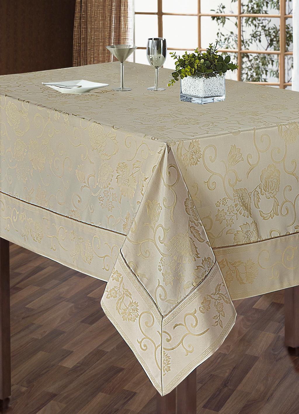 Комплект столового белья SL, цвет: кремовый, 5 предметов. 1010210102Роскошный комплект столового белья SL состоит из скатерти прямоугольной формы и 4 квадратных салфеток. Комплект выполнен из жаккарда с изящным цветочным рисунком. Комплект, несомненно, придаст интерьеру уют и внесет что-то новое. Использование такого комплекта сделает застолье более торжественным, поднимет настроение гостей и приятно удивит их вашим изысканным вкусом. Вы можете использовать этот комплект для повседневной трапезы, превратив каждый прием пищи в волшебный праздник и веселье. Жаккард - одна из дорогих тканей. Жаккардовые ткани очень прочны и долговечны, очень удобны в эксплуатации. Изготавливается жаккард благодаря особой технике плетения в основном из хлопчатобумажной, синтетической или смесовой пряжи. Своеобразный рельефный рисунок, который получается в результате сложного плетения на плотной ткани, напоминает своего рода гобелен. Комплект упакован в красивую подарочную коробку. Soft Line - мягкая эстетика для...