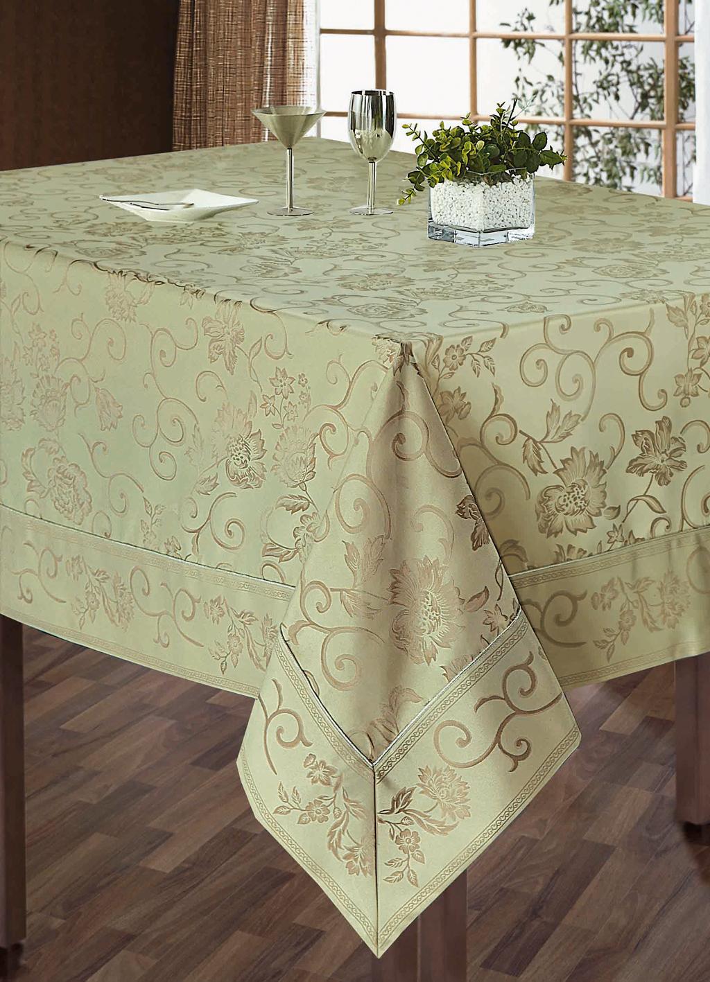 Комплект столового белья SL, цвет: бежевый, 5 предметов. 1011110111Роскошный комплект столового белья SL состоит из скатерти прямоугольной формы и 4 квадратных салфеток. Комплект выполнен из жаккарда с изящным цветочным рисунком. Комплект, несомненно, придаст интерьеру уют и внесет что-то новое. Использование такого комплекта сделает застолье более торжественным, поднимет настроение гостей и приятно удивит их вашим изысканным вкусом. Вы можете использовать этот комплект для повседневной трапезы, превратив каждый прием пищи в волшебный праздник и веселье. Жаккард - это гладкая, безворсовая ткань сложного плетения, в состав которой входят как синтетические, так и органические волокна. У белья из жаккардовой ткани гладкая и приятная на ощупь фактура. Его контурный рисунок, созданный благодаря особому плетению, выглядит дорого и изящно. Здесь воссоединились блеск шелка и уютная мягкость хлопка. Жаккардовые ткани очень прочны и долговечны, очень удобны в эксплуатации. Комплект упакован в красивую подарочную коробку. ...