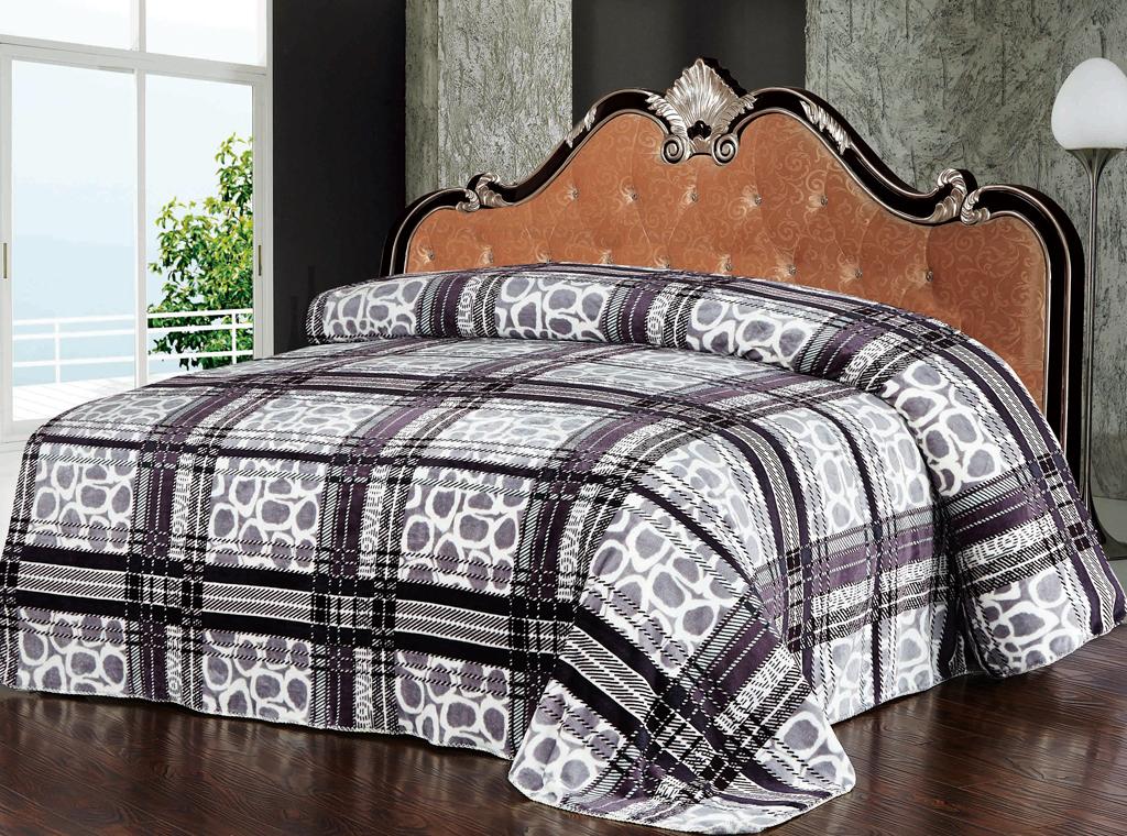 Плед SL, цвет: белый, серый, бордовый, 200 см х 220 см. 1021610216Роскошный плед Soft Line с яркой расцветкой гармонично впишется в интерьер вашего дома и создаст атмосферу уюта и комфорта. Плед выполнен из мягкого и приятного на ощупь флиса (100% полиэстер), украшенного ярким рисунком. Необычное сочетание принтов (клетка и горох) придает изделию стильный и необычный внешний вид, который оценит даже самый взыскательный покупатель. Высочайшее качество материала гарантирует безопасность не только взрослых, но и самых маленьких членов семьи. Плед - это такой подарок, который будет всегда актуален, особенно для ваших родных и близких, ведь вы дарите им частичку своего тепла! Soft Line предлагает широкий ассортимент высококачественного домашнего текстиля разных направлений и стилей. Это и постельное белье из тканей различных фактур и орнаментов, а также мягкие теплые пледы, красивые покрывала, воздушные банные халаты, текстиль для гостиниц и домов отдыха, практичные наматрасники, изысканные шторы, полотенца и разнообразное столовое...