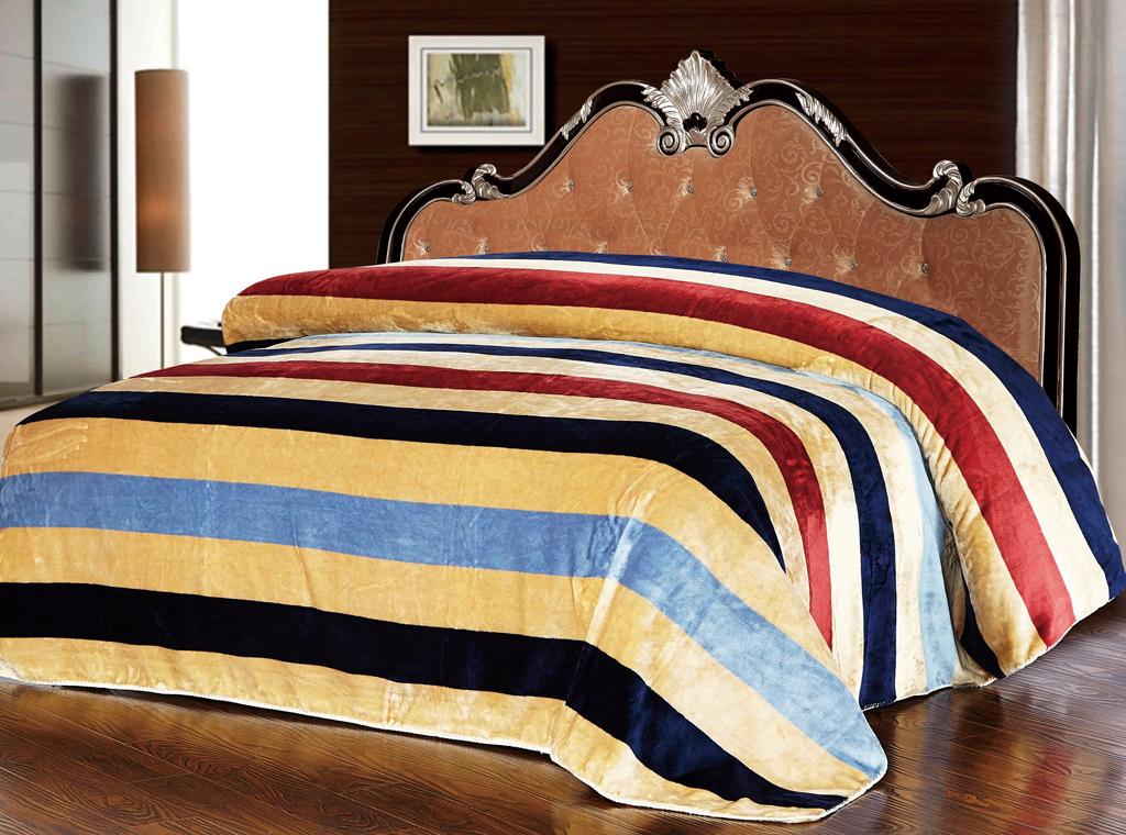 Плед SL, 200 х 220 см 1021910219Роскошный плед Soft Line гармонично впишется в интерьер вашего дома и создаст атмосферу уюта и комфорта. Плед выполнен из мягкого и приятного на ощупь флиса (100% полиэстер) с принтом в разноцветную полоску. Высочайшее качество материала гарантирует безопасность не только взрослых, но и самых маленьких членов семьи. Плед - это такой подарок, который будет всегда актуален, особенно для ваших родных и близких, ведь вы дарите им частичку своего тепла! Soft Line предлагает широкий ассортимент высококачественного домашнего текстиля разных направлений и стилей. Это и постельное белье из тканей различных фактур и орнаментов, а также мягкие теплые пледы, красивые покрывала, воздушные банные халаты, текстиль для гостиниц и домов отдыха, практичные наматрасники, изысканные шторы, полотенца и разнообразное столовое белье. Soft Line - это ваш путеводитель по мягкому миру текстиля, полному удивительных достопримечательностей. Постельное белье марки Soft Line подарит вам...