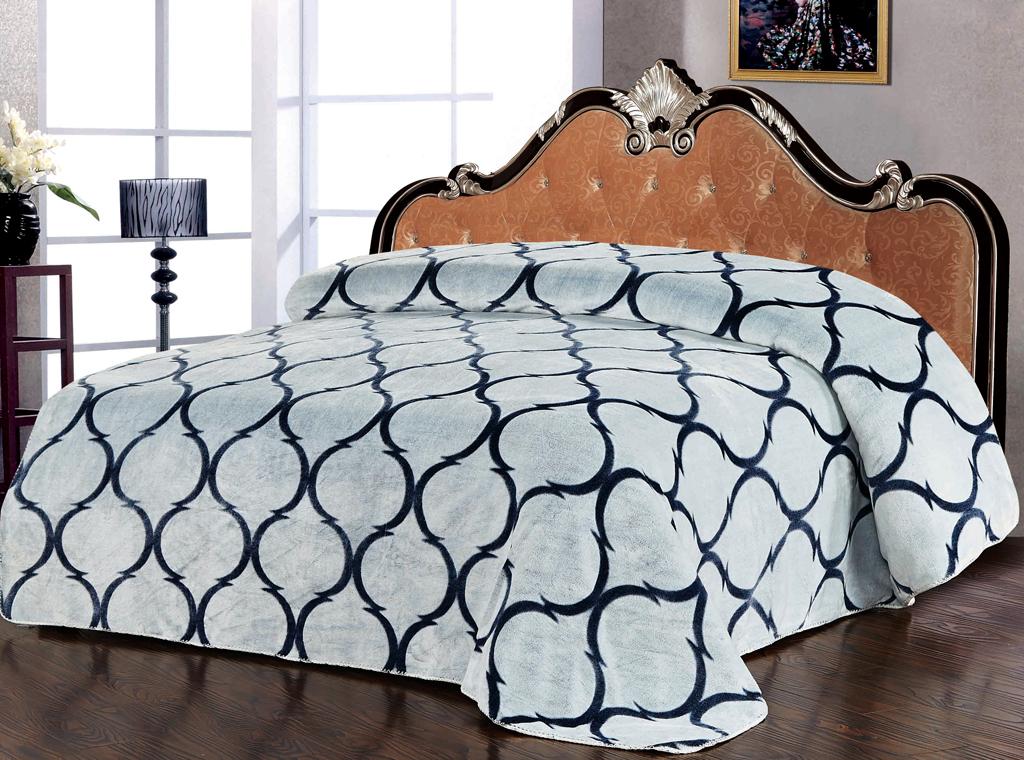 Плед SL, цвет: серый, 200 х 220 см 1022510225Роскошный флисовый плед SL гармонично впишется в интерьер вашего дома и создаст атмосферу уюта и комфорта. Плед выполнен из высококачественного флиса и оформлен изящным орнаментом. Флис - мягкий, теплый, приятный на ощупь материал с бархатистой текстурой, который обладает высокой износостойкостью и долговечностью. Такой плед согреет в прохладную погоду и будет превосходно дополнять интерьер вашей спальни. Высочайшее качество материала гарантирует безопасность не только взрослых, но и самых маленьких членов семьи. Плед поможет подчеркнуть любой стиль интерьера, задать ему нужный тон - от игривого до ностальгического. Плед - это такой подарок, который будет всегда актуален, особенно для ваших родных и близких, ведь вы дарите им частичку своего тепла! Soft Line предлагает широкий ассортимент высококачественного домашнего текстиля разных направлений и стилей. Это и постельное белье из тканей различных фактур и орнаментов, а также мягкие теплые пледы,...