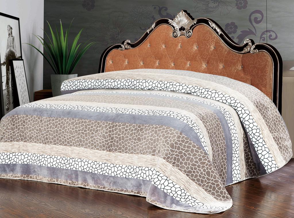 Плед SL, цвет: серый, белый, 200 см х 220 см. 1023110231Роскошный плед Soft Line гармонично впишется в интерьер вашего дома и создаст атмосферу уюта и комфорта. Плед выполнен из мягкого и приятного на ощупь флиса (100% полиэстер) украшенного оригинальным принтом. Необычное сочетание принтов придает изделию стильный и необычный внешний вид, который оценит даже самый взыскательный покупатель. Высочайшее качество материала гарантирует безопасность не только взрослых, но и самых маленьких членов семьи. Плед - это такой подарок, который будет всегда актуален, особенно для ваших родных и близких, ведь вы дарите им частичку своего тепла! Soft Line предлагает широкий ассортимент высококачественного домашнего текстиля разных направлений и стилей. Это и постельное белье из тканей различных фактур и орнаментов, а также мягкие теплые пледы, красивые покрывала, воздушные банные халаты, текстиль для гостиниц и домов отдыха, практичные наматрасники, изысканные шторы, полотенца и разнообразное столовое белье. Soft Line - это ваш...