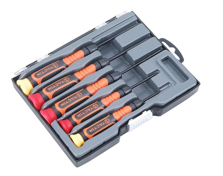 Набор отверток Tactix, 5 предметов. 545221545221Набор отверток Tactix предназначен для работы с мелкими деталями. Отвертки оснащены обрезиненными рукоятками, обеспечивающими удобство при работе. Состав набора: Отвертки крестовые: PH00, PH0, PH1. Отвертки плоские: 2,4 мм, 3 мм.