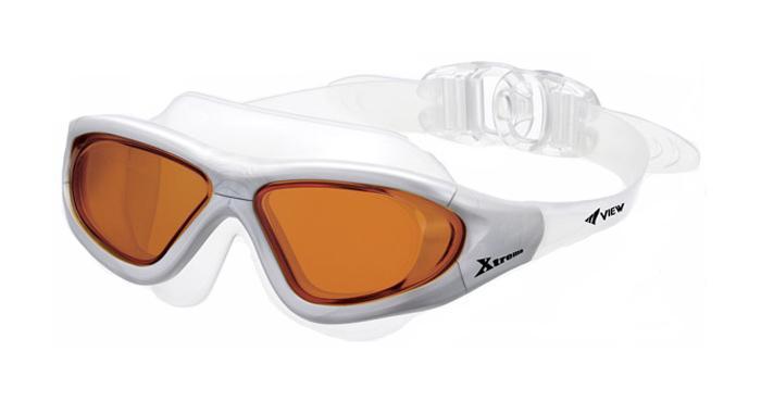 Очки для плавания View Xtreme , цвет: серый, коричневыйTS V-1000 BR/SLМаска для плавания View Xtreme имеет низкопрофильный гидродинамический дизайн, обеспечивающий максимальный комфорт и великолепный обзор во время плавания или занятий водными видами спорта в любых условиях. Модель Xtreme имеет уменьшенную конструкцию рамки и революционную быстро регулируемую систему пряжек (заявка на патент), что значительно уменьшает сопротивление воды, по сравнению с аналогичными моделями. Высококачественные скругленные края силиконового обтюратора маски гарантируют абсолютную водонепроницаемость и максимальный комфорт во время тренировок. Маска для плавания View Xtreme обеспечивает 100% защиту от ультрафиолетового излучения (UVA/UVB) и широкий угол обзора - 180 градусов.