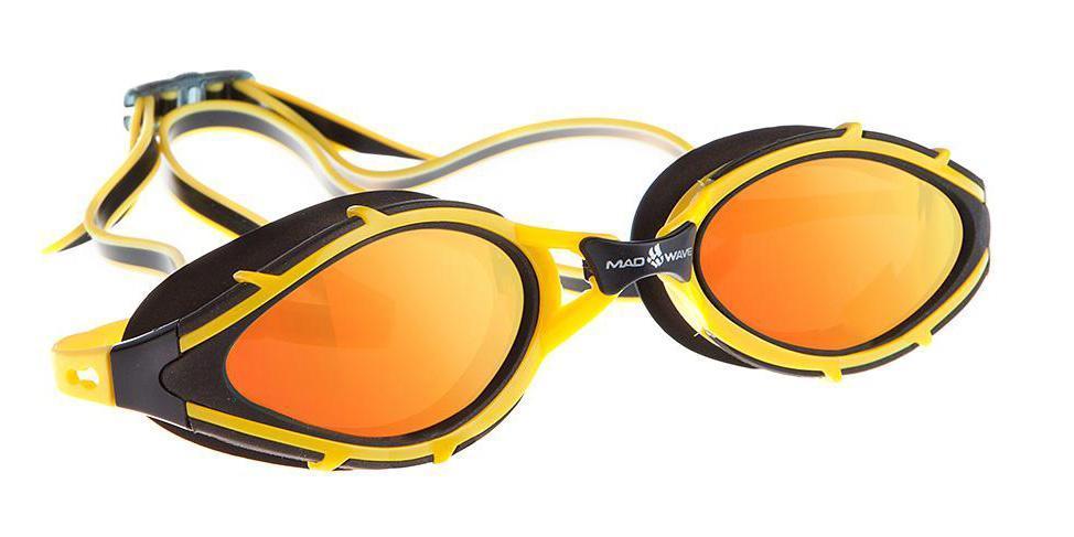 Очки для плавания Mad Wave Sun Blocker, цвет: желтый10015326Очки с поляризационными линзами для использования в открытых водоемах при сильном освещении. Гасят блики и отраженные солнечные лучи. Защита от ультрафиолетовых лучей. Антизапотевающие стекла. Линзы из триацетатцеллюлозы. Съемная переносица (3 размера). Оправа - полиуретан. Силиконовый обтюратор и ремешок.