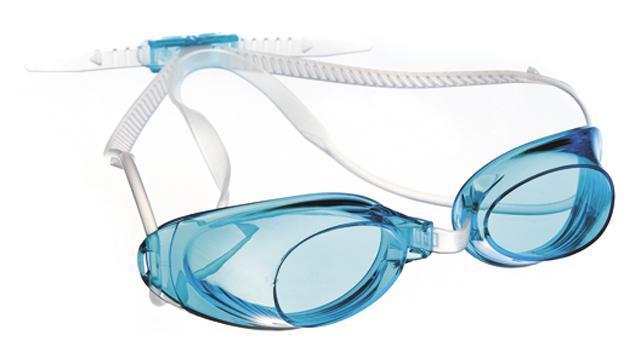 Очки для плавания MadWave Liquid Racing, цвет: голубойM0453 01 0 04WСтартовые очки сертифицированные FINA (международная федерация плавания). Двойной силиконовый ремешок для надежной фиксации очков. Очки поставляются в виде набора. Многоступенчатая перемычка позволяет легко настроить очки под нужный размер. Защита от ультрафиолетовых лучей. Антизапотевающие стекла. Линзы из поликарбоната. Вид переносицы - регулируемая многоступенчатая перемычка. Линзы без обтюратора. Характеристики: Материал: силикон, пластик. Размер маски: 16 см х 4 см. Цвет: голубой. Размер упаковки: 11,5 см х 8,5 см х 3,5 см. Артикул: M0453 01 0 04W.
