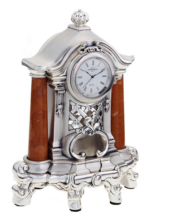 Часы настольные Linea Argenti, цвет: серебристый. 665841665841Изысканные настольные часы Linea Argenti с кварцевым механизмом выполнены из высокопрочной эпоксидной смолы и покрыты серебром высшей пробы. Циферблат круглой формы оформлен римскими цифрами и имеет три стрелки - часовую, минутную и секундную. Часы декорированы колоннами, выполненными из мрамора. Часы - это не только функциональное устройство, но и оригинальный элемент декора, который впишется в любой интерьер. Благодаря стильному дизайну, качеству исполнения и практичности часы смогут стать великолепным подарком, который подчеркнет утонченный вкус своего обладателя.