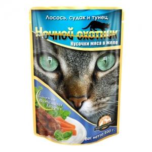 Консервы для взрослых кошек Ночной охотник, с лососем, судаком и тунцом в желе, 100 г17152Консервы для взрослых кошек Ночной охотник, с лососем, судаком и тунцом в желе - полноценное сбалансированное питание для взрослых кошек. Корм изготовлен из натурального мяса, не содержит сои, консервантов и ГМО продуктов. В состав входят питательные вещества, белки, минеральные вещества, витамины, таурин и другие компоненты, необходимые кошке для ежедневного питания. Состав: рыба и рыбные субпродукты (лосось 4%, судак 4%, тунец 4%), мясо и субпродукты животного происхождения, злаки, растительное масло, минеральные вещества, таурин, витамины А, D, E. Пищевая ценность в 100 г: сырой белок - 8%, сырой жир - 3,5%, сырая клетчатка - 0,4%, кальций - 0,25%, фосфор - 0,3%, сырая зола - 2%, влажность 80%. Вес: 100 г . Энергетическая ценность: 80 ккал/100 г. Товар сертифицирован.