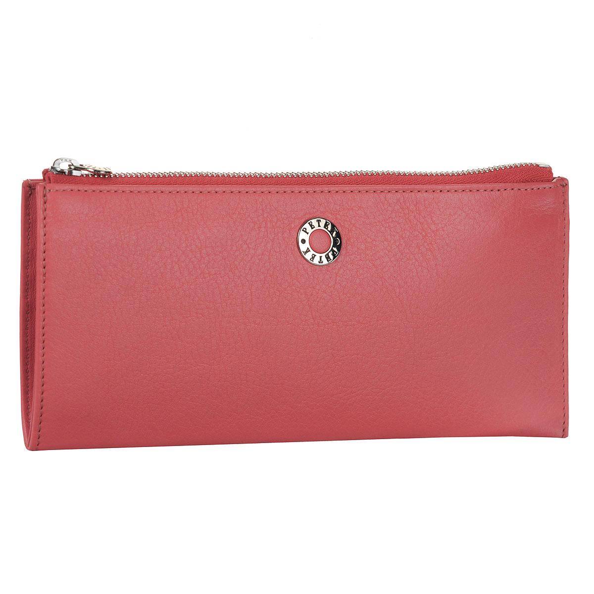 Портмоне Petek, цвет: розовый. 438.167.64438.167.64 PomegranatЖенское портмоне Petek изготовлено из натуральной кожи с гладкой поверхностью. Изделие закрывается на металлическую молнию. Внутри - отделение для купюр, восемь кармашков для пластиковых карт, горизонтальный карман для бумаг. С внешней стороны на задней стенке расположен карман для мелочи на молнии. Внутренняя поверхность отделана атласным текстилем. Фурнитура - серебристого цвета. Стильное портмоне эффектно дополнит ваш образ и станет незаменимым аксессуаром на каждый день. Изделие упаковано в фирменную коробку коричневого цвета с логотипом фирмы Petek.