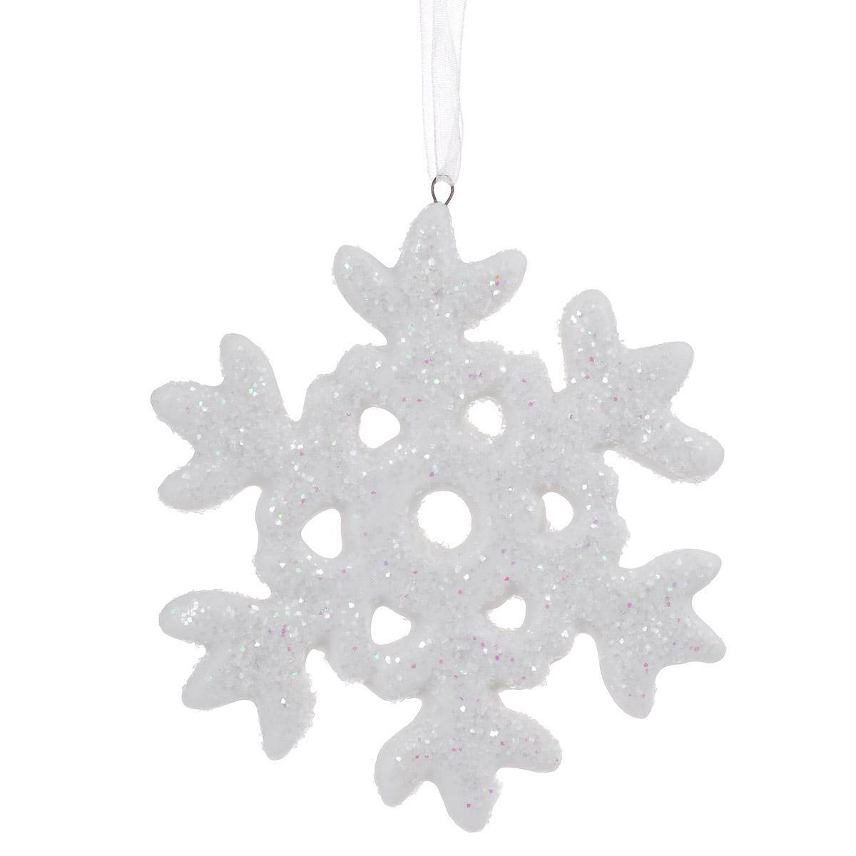Новогоднее подвесное украшение Снежинка. 3107831078Новогоднее подвесное украшение, выполненное из керамики в виде снежинки, прекрасно подойдет для праздничного декора дома и новогодней ели. Украшение декорировано блестками. С помощью специальной петельки его можно повесить в любом понравившемся вам месте. Но, конечно, удачнее всего такая игрушка будет смотреться на праздничной елке. Елочная игрушка - символ Нового года и Рождества. Она несет в себе волшебство и красоту праздника. Создайте в своем доме атмосферу веселья и радости, украшая новогоднюю елку нарядными игрушками, которые будут из года в год накапливать теплоту воспоминаний.