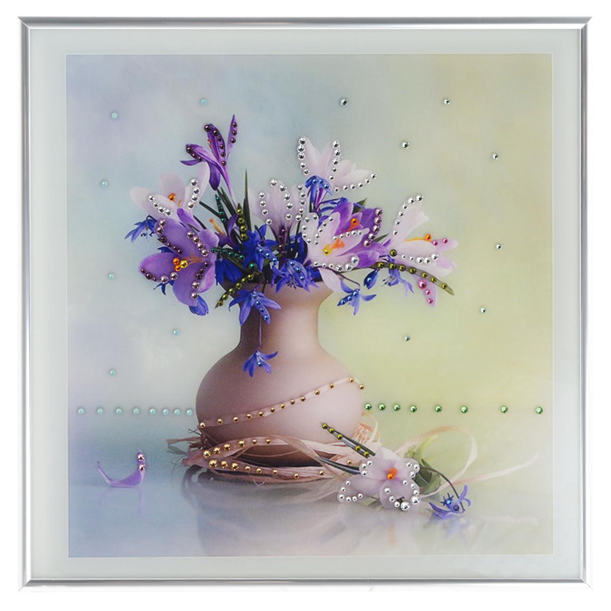 Картина с кристаллами Swarovski Весна, 30 х 30 см1068Изящная картина в металлической раме, инкрустирована кристаллами Swarovski, которые отличаются четкой и ровной огранкой, ярким блеском и чистотой цвета. Красочное изображение букета цветов в вазе, расположенное под стеклом, прекрасно дополняет блеск кристаллов. С обратной стороны имеется металлическая петелька для размещения картины на стене. Картина с кристаллами Swarovski Весна элегантно украсит интерьер дома или офиса, а также станет прекрасным подарком, который обязательно понравится получателю. Блеск кристаллов в интерьере, что может быть сказочнее и удивительнее. Картина упакована в подарочную картонную коробку синего цвета и комплектуется сертификатом соответствия Swarovski.