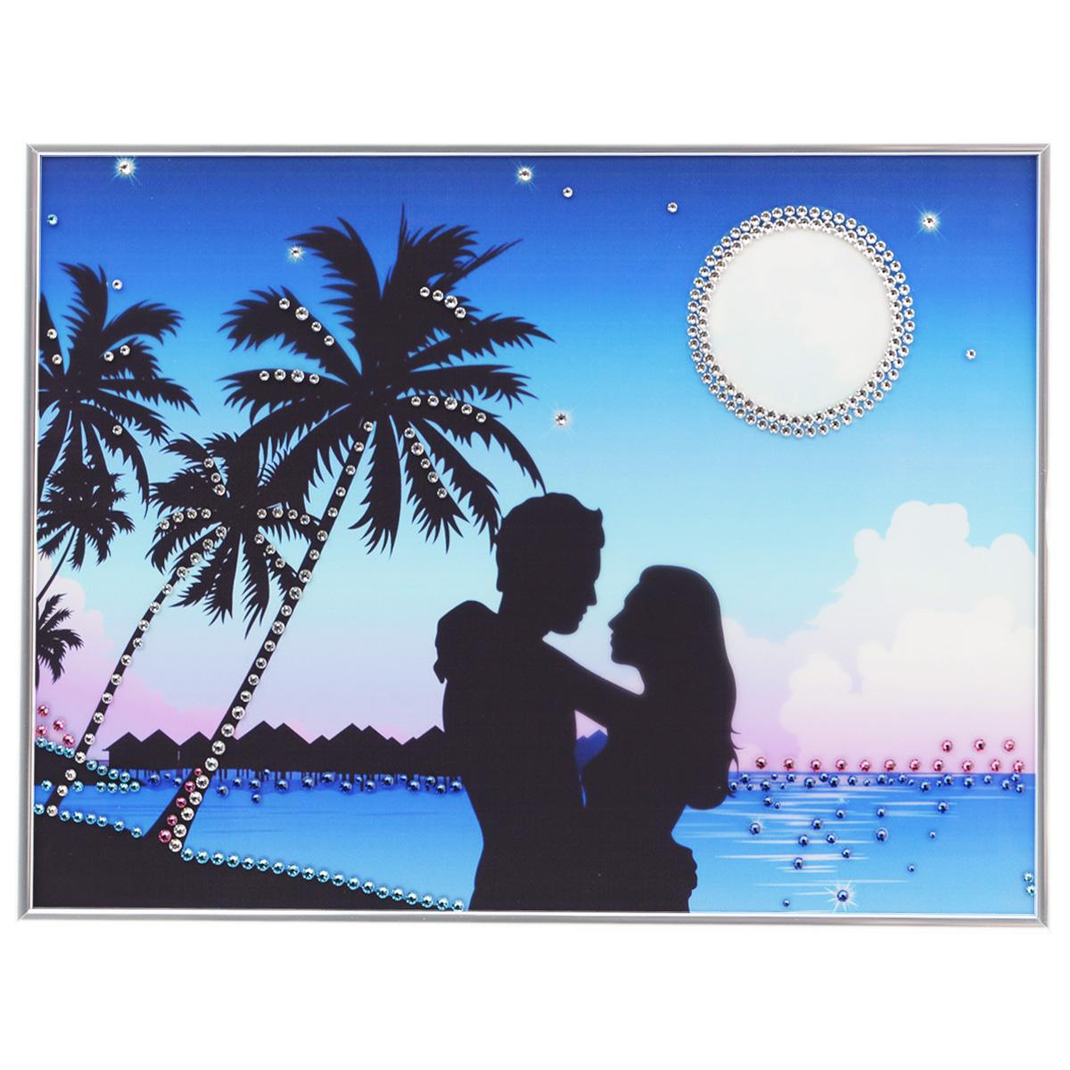 Картина с кристаллами Swarovski Вечерний бриз, 40 х 30 см1069Изящная картина в металлической раме, инкрустирована кристаллами Swarovski, которые отличаются четкой и ровной огранкой, ярким блеском и чистотой цвета. Красочное изображение влюбленной пары на фоне моря, расположенное под стеклом, прекрасно дополняет блеск кристаллов. С обратной стороны имеется металлическая петелька для размещения картины на стене. Картина с кристаллами Swarovski Вечерний бриз элегантно украсит интерьер дома или офиса, а также станет прекрасным подарком, который обязательно понравится получателю. Блеск кристаллов в интерьере, что может быть сказочнее и удивительнее. Картина упакована в подарочную картонную коробку синего цвета и комплектуется сертификатом соответствия Swarovski.