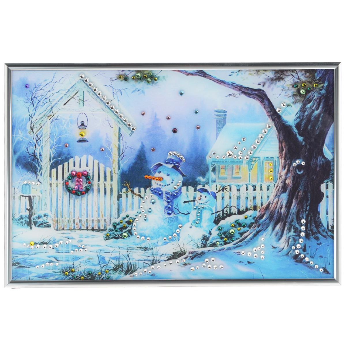 Картина с кристаллами Swarovski Зимнее утро, 31 см х 21 см1110Изящная картина в металлической раме, инкрустирована кристаллами Swarovski, которые отличаются четкой и ровной огранкой, ярким блеском и чистотой цвета. Красочное изображение зимнего дворика и снеговиков, расположенное под стеклом, прекрасно дополняет блеск кристаллов. С обратной стороны имеется металлическая петелька для размещения картины на стене. Картина с кристаллами Swarovski Зимнее утро элегантно украсит интерьер дома или офиса, а также станет прекрасным подарком, который обязательно понравится получателю. Блеск кристаллов в интерьере, что может быть сказочнее и удивительнее. Картина упакована в подарочную картонную коробку синего цвета и комплектуется сертификатом соответствия Swarovski.