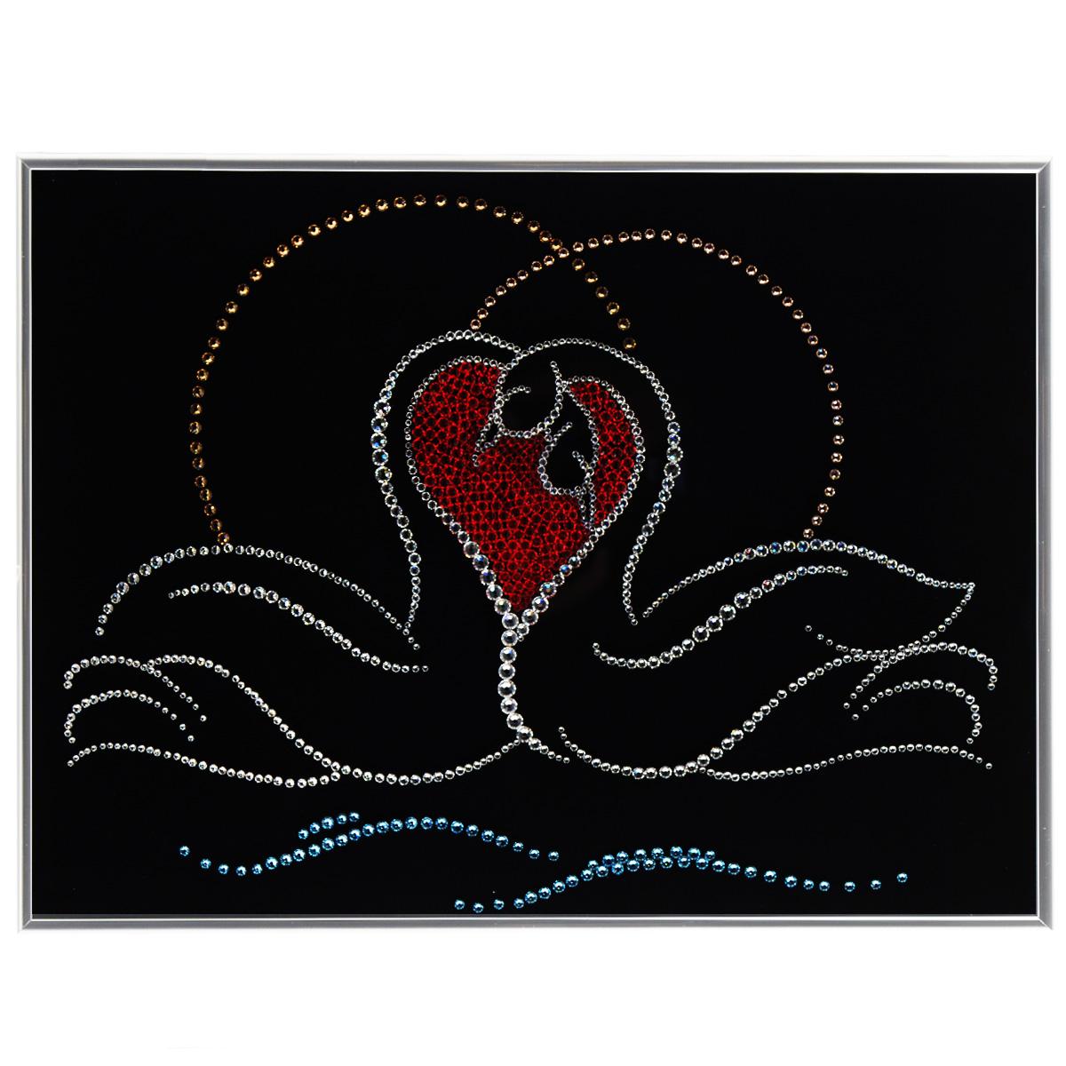Картина с кристаллами Swarovski Лебединая верность, 40 см х 30 см1194Изящная картина в металлической раме, инкрустирована кристаллами Swarovski в виде двух лебедей. Кристаллы Swarovski отличаются четкой и ровной огранкой, ярким блеском и чистотой цвета. Под стеклом картина оформлена бархатистой тканью, что прекрасно дополняет блеск кристаллов. С обратной стороны имеется металлическая петелька для размещения картины на стене. Картина с кристаллами Swarovski Лебединая верность элегантно украсит интерьер дома или офиса, а также станет прекрасным подарком, который обязательно понравится получателю. Блеск кристаллов в интерьере, что может быть сказочнее и удивительнее. Картина упакована в подарочную картонную коробку синего цвета и комплектуется сертификатом соответствия Swarovski.