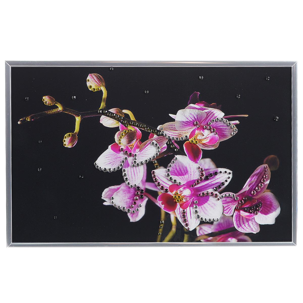 Картина с кристаллами Swarovski Маленькая орхидея, 30 х 20 см1205Изящная картина в металлической раме, инкрустирована кристаллами Swarovski, которые отличаются четкой и ровной огранкой, ярким блеском и чистотой цвета. Красочное изображение цветков орхидеи, расположенное под стеклом, прекрасно дополняет блеск кристаллов. С обратной стороны имеется металлическая петелька для размещения картины на стене. Картина с кристаллами Swarovski Маленькая орхидея элегантно украсит интерьер дома или офиса, а также станет прекрасным подарком, который обязательно понравится получателю. Блеск кристаллов в интерьере, что может быть сказочнее и удивительнее. Картина упакована в подарочную картонную коробку синего цвета и комплектуется сертификатом соответствия Swarovski.