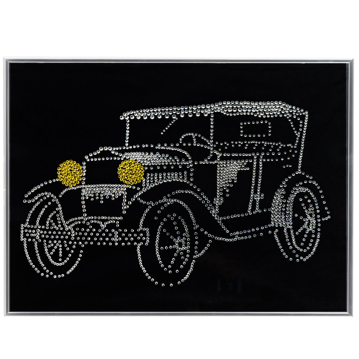 Картина с кристаллами Swarovski Ретроавтомобиль, 40 см х 30 см1259Изящная картина в металлической раме, инкрустирована кристаллами Swarovski в виде ретро автомобиля. Кристаллы Swarovski отличаются четкой и ровной огранкой, ярким блеском и чистотой цвета. Под стеклом картина оформлена бархатистой тканью, что прекрасно дополняет блеск кристаллов. С обратной стороны имеется металлическая проволока для размещения картины на стене. Картина с кристаллами Swarovski Ретроавтомобиль элегантно украсит интерьер дома или офиса, а также станет прекрасным подарком, который обязательно понравится получателю. Блеск кристаллов в интерьере, что может быть сказочнее и удивительнее. Картина упакована в подарочную картонную коробку синего цвета и комплектуется сертификатом соответствия Swarovski.