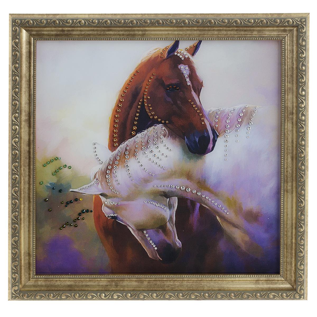 Картина с кристаллами Swarovski Просто любовь, 35 см х 35 см1381Изящная картина в багетной раме, инкрустирована кристаллами Swarovski, которые отличаются четкой и ровной огранкой, ярким блеском и чистотой цвета. Красочное изображение двух лошадей, расположенное под стеклом, прекрасно дополняет блеск кристаллов. С обратной стороны имеется металлическая проволока для размещения картины на стене. Картина с кристаллами Swarovski Просто любовь элегантно украсит интерьер дома или офиса, а также станет прекрасным подарком, который обязательно понравится получателю. Блеск кристаллов в интерьере, что может быть сказочнее и удивительнее. Картина упакована в подарочную картонную коробку синего цвета и комплектуется сертификатом соответствия Swarovski.