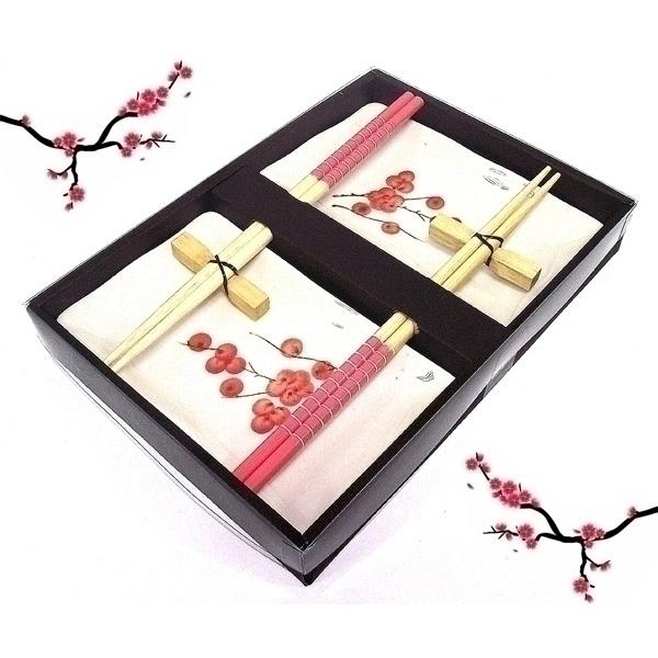 Японский набор Эврика №393951Японский набор Эврика №3, выполненный из керамики, включает в себя две тарелки для суши, два комплекта бамбуковых палочек и две подставки под них. Тарелки оформлены изображением ягод. Оригинальный набор идеально подойдет для грамотной и красивой сервировки стола и будет отличным подарком ценителям японской кухни.