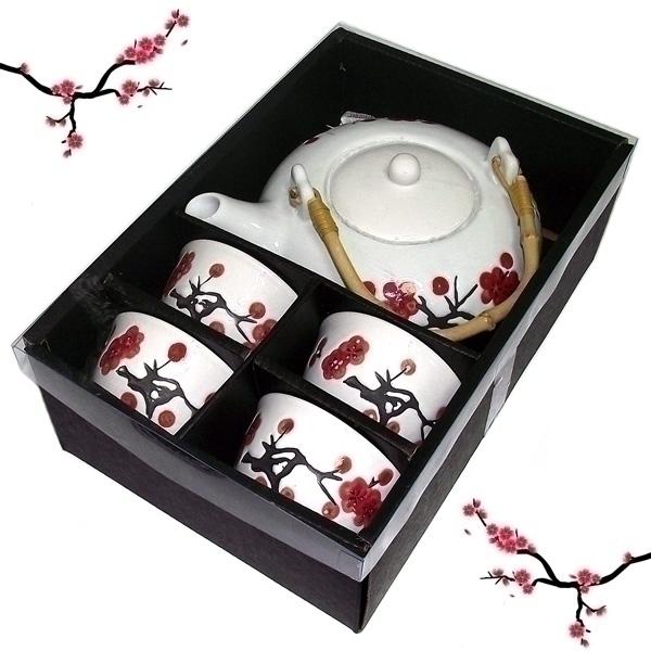 Набор чайный Эврика, 5 предметов94167Чайный набор Эврика, выполненный из высококачественной керамики, состоит из 4 пиал и заварочного чайника. Ручка чайника изготовлена из дерева. Изделия выполнены в японском стиле и декорированы рисунками сакуры. Элегантный дизайн и совершенные формы предметов набора привлекут к себе внимание и украсят интерьер вашей кухни. Чайный набор идеально подойдет для сервировки стола и станет отличным подарком к любому празднику. Объем чайника: 600 мл. Объем пиалы: 100 мл.