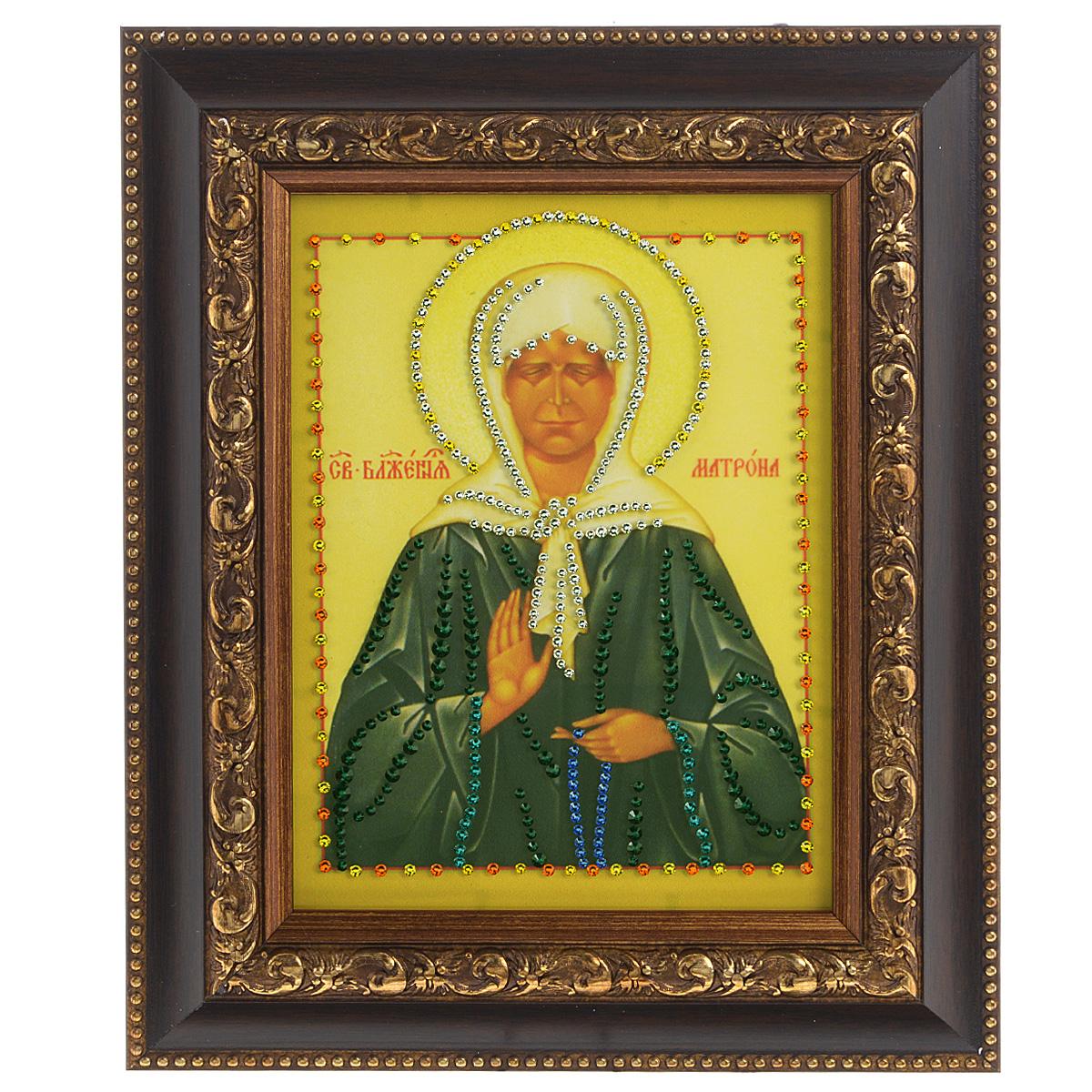 Картина с кристаллами Swarovski Икона. Матрона Московская, 22,5 см х 27,5 см1369Изящная картина в багетной раме, инкрустирована кристаллами Swarovski, которые отличаются четкой и ровной огранкой, ярким блеском и чистотой цвета. Красочное изображение иконы - Матрона Московская, расположенное под стеклом, прекрасно дополняет блеск кристаллов. С обратной стороны имеется металлическая проволока для размещения картины на стене. Картина с кристаллами Swarovski Икона. Матрона Московская элегантно украсит интерьер дома или офиса, а также станет прекрасным подарком, который обязательно понравится получателю. Блеск кристаллов в интерьере, что может быть сказочнее и удивительнее. Картина упакована в подарочную картонную коробку синего цвета и комплектуется сертификатом соответствия Swarovski.