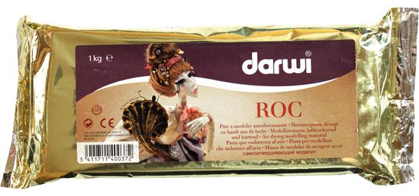 Масса для лепки Darwi Roc, цвет: белый, 1 кг680764Масса Darwi Roc - это самозатвердевающая полимерная глина, предназначенная для лепки. Масса имеет мелкозернистую и нежную структуру с эффектом мрамора. Высокая степень эластичности массы позволяет лепить даже очень мелкие детали и раскатывать очень тонкие слои. Масса уже готова к использованию. После полного высыхания (от нескольких часов до нескольких дней в зависимости от размера работы) масса становится очень твердой, влагоустойчивой и дает небольшую усадку. После высыхания хорошо поддается ошкуриванию и коррекции острым скальпелем. После финишной шлифовки образует идеально гладкую фарфоровую поверхность без ворсинок и комочков. После отвердевания можно покрывать лаком, красками. Не рекомендуется давать детям до 3-х лет. Транспортировка и хранение массы возможно при температуре 5-25°С.