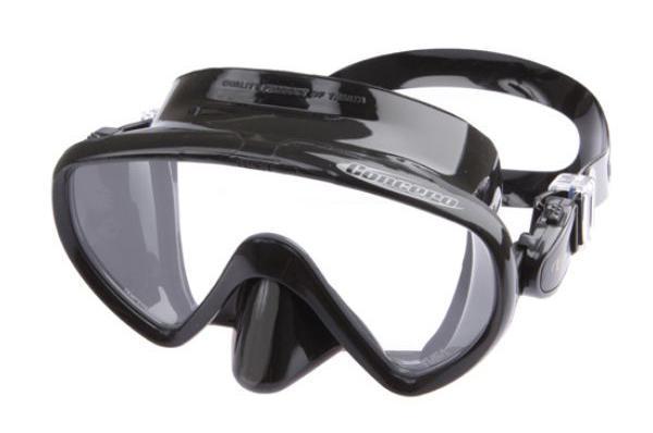 Маска для плавания Tusa Concero, цвет: черныйTS M-17QB BKОднолинзовая маска M-17 обеспечивает исключительный обзор и малое подмасочное пространство. Также модель имеет запатентованный трехмерный ремешок и скругленный край обтюратора. Новый дизайн пряжек регулировки ремешка, закрепленных на обтюраторе, улучшает комфорт и легкость регулировки. Кроме того, модель Concero - единственная безрамная маска TUSA, выпускаемая в различных цветовых вариантах.