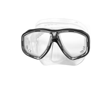 Маска для плавания Tusa Geminus, цвет: прозрачный, черныйTS M-28 BKВ данной маске применена недавно разработанная низкопрофильная пряжка, которая крепится прямо к силиконовому обтюратору. В результате получается компактная, легкая и технологически более совершенная модель маски, которую можно просто и быстро настроить под себя, добившись оптимального прилегания. Обтюратор маски М-28 имеет скругленные края со специальной посадкой обтюратора по линиям наилучшего прилегания к лицу. В маске М-28 применен 3D-ремешок новой конструкции, который точно повторяет затылочный изгиб и обеспечивает великолепное прилегание. Возможна установка диоптрийных линз (приобретаются отдельно).