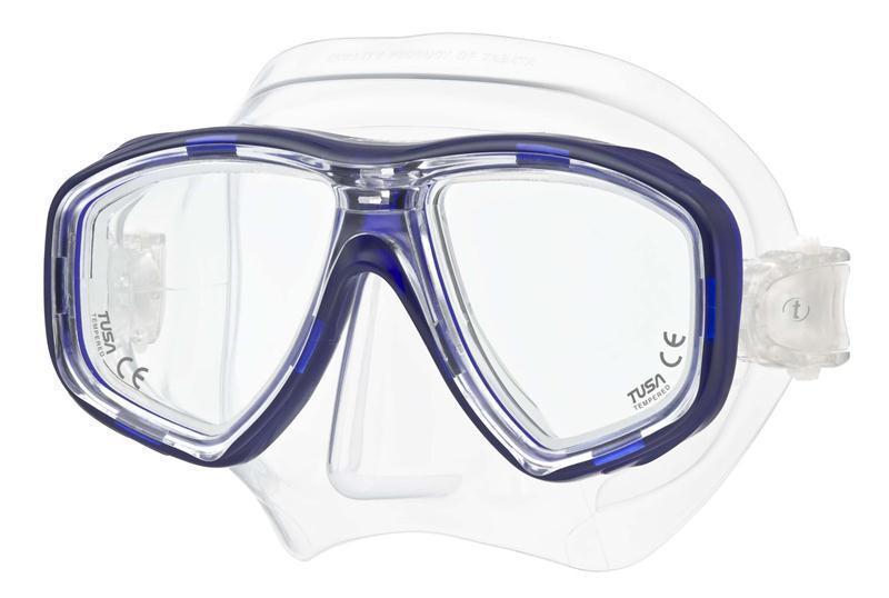 Маска для плавания Tusa Geminus, цвет: синийTS M-28 CBLВ данной маске применена недавно разработанная низкопрофильная пряжка, которая крепится прямо к силиконовому обтюратору. В результате получается компактная, легкая и технологически более совершенная модель маски, которую можно просто и быстро настроить под себя, добившись оптимального прилегания. Обтюратор маски М-28 имеет скругленные края со специальной посадкой обтюратора по линиям наилучшего прилегания к лицу. В маске М-28 применен 3D-ремешок новой конструкции, который точно повторяет затылочный изгиб и обеспечивает великолепное прилегание. Возможна установка диоптрийных линз (приобретаются отдельно).