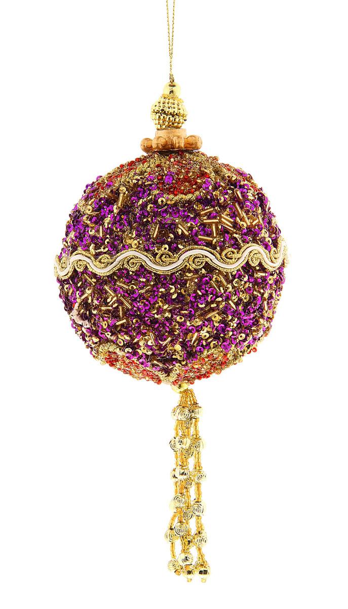 Новогоднее подвесное украшение Sima-land Шар, цвет: фиолетовый, диаметр 9 см. 684424684424Новогоднее подвесное украшение Sima-land Шар, изготовленное из пенопласта, прекрасно подойдет для праздничного декора новогодней ели. Изделие украшено бисером, ажурными нитями и подвеской. Для удобного размещения на елке для украшения предусмотрена текстильная петелька. Елочная игрушка - символ Нового года. Она несет в себе волшебство и красоту праздника. Создайте в своем доме атмосферу веселья и радости, украшая новогоднюю елку нарядными игрушками, которые будут из года в год накапливать теплоту воспоминаний. Откройте для себя удивительный мир сказок и грез. Почувствуйте волшебные минуты ожидания праздника, создайте новогоднее настроение вашим дорогим и близким.