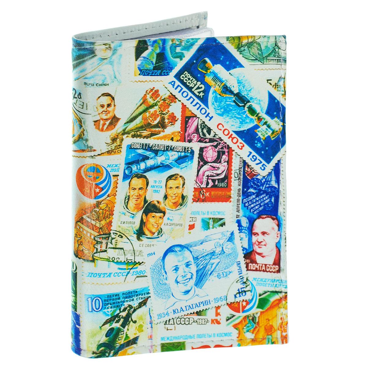 Обложка для автодокументов Космос (марки). AUTO271AUTO271Обложка для автодокументов Mitya Veselkov Космос. Марки изготовлена из натуральной кожи и оформлена изображениями почтовых марок с космической тематикой. На внутреннем развороте имеются съемный блок из шести прозрачных файлов из мягкого пластика для водительских документов, один из которых формата А5, а также два боковых кармашка для визиток или банковских карт. Стильная обложка не только поможет сохранить внешний вид ваших документов и защитит их от грязи и пыли, но и станет аксессуаром, который подчеркнет вашу яркую индивидуальность.