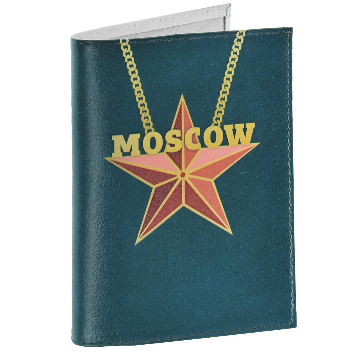 Обложка для паспорта Moscow Star. OK276OK276Обложка для паспорта Mitya Veselkov Moscow Star выполнена из натуральной кожи и оформлена изображением красной пятиконечной звезды, подвешенной на цепочку, и надписью Moscow. Такая обложка не только поможет сохранить внешний вид ваших документов и защитит их от повреждений, но и станет стильным аксессуаром, идеально подходящим вашему образу. Яркая и оригинальная обложка подчеркнет вашу индивидуальность и изысканный вкус. Обложка для паспорта стильного дизайна может быть достойным и оригинальным подарком.