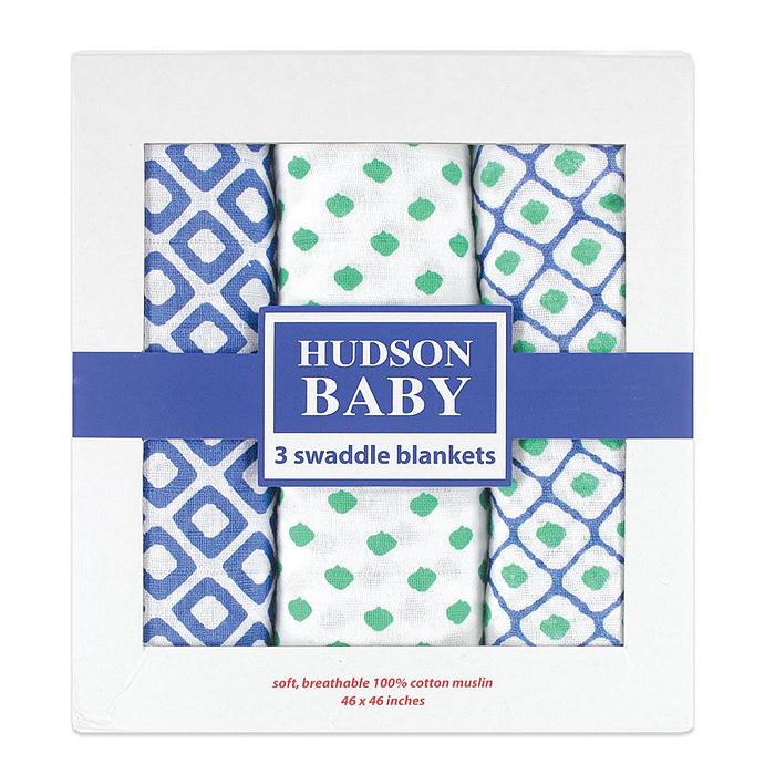 Набор пеленок Hudson Baby Графические узоры, цвет: белый, синий, зеленый, 116 см х 116 см, 3 шт50486_голубНабор пеленок для новорожденных Hudson Baby Графические узоры станет незаменимым помощником в уходе за ребенком. Изготовлены из легкого и приятного на ощупь муслина. Пеленки имеют большой размер, просты в использовании, многофункциональны. Их можно использовать не только для пеленания, но и как легкие покрывальца для кроватки или коляски, как накидку для мамы и малыша во время грудного кормления и многих других целей. В набор входят три пеленки, оформленные различными принтами. Красивая упаковка делает этот комплект прекрасным, ярким и незабываемым подарком!