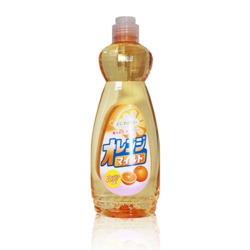 Средство для мытья посуды Mitsuei, с ароматом апельсина, 600 мл040610Средство для мытья посуды Mitsuei великолепно расщепляет жир. Образует большое количество пены, которая эффективно удаляет любые загрязнения. Не раздражает кожу рук, так как в составе содержатся растительные экстракты. Смывается водой без остатка, поэтому безопасно для мытья овощей и фруктов. Обладает сочным ароматом свежего апельсина. Способ применения: нанести небольшое количество средства на губку, протереть посуду, овощи или фрукты, затем тщательно прополоскать проточной водой в течении 10 секунд. Состав: ПАВ (нормальный 14% алкибензол сульфонат натрия), стабилизатор. Товар сертифицирован.