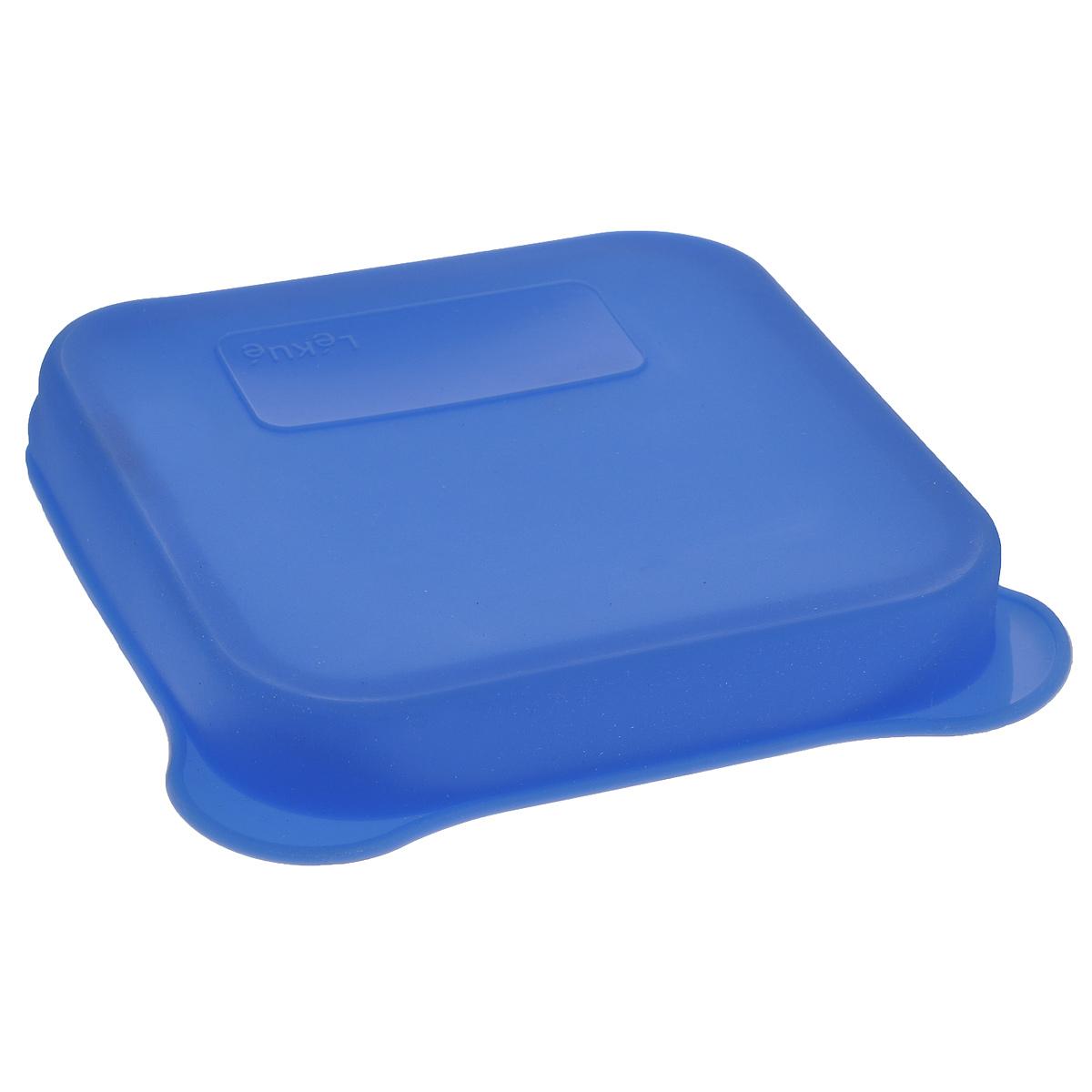 Бутербродница Lekue, цвет: синий, 17 см х 16 см х 2,5 см3401700Z15U008Бутербродница Lekue прекрасно подойдет для хранения и переноски бутербродов и другой еды. Бутербродница выполнена из безопасного силикона и имеет место для записей, которые легко смоются водой. Она выдерживает высокие и низкие температуры (от -60°С до +220°С). Бутербродница пригодна для мытья в посудомоечной машине.
