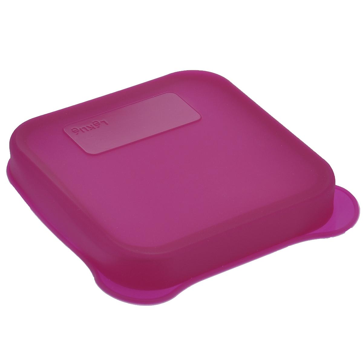 Бутербродница Lekue, цвет: фуксия, 17 х 16 х 2,5 см3401700R15U008Бутербродница Lekue прекрасно подойдет для хранения и переноски бутербродов и другой еды. Бутербродница выполнена из безопасного силикона и имеет место для записей, которые легко смоются водой. Она выдерживает высокие и низкие температуры (от -60°С до +220°С). Бутербродница пригодна для мытья в посудомоечной машине.