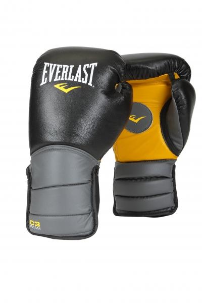 Лапы-перчатки Everlast Catch & Release, цвет: черный171101Универсальные тренерские лапы-перчатки Everlast Catch & Release для отработки техники удара и тактики боя. Изготовлены из натуральной кожи и предназначены для ежедневной интенсивной работы. Уплотненная манжета надёжно поддерживает запястье, а антибактериальная пропитка предотвращает образование влаги, неприятного запаха, и главное — продлевает срок службы экипировки. На ладони нарисован круг, чтобы партнеру было легче сконцентрироваться на цели. Лапы, совмещенные с перчатками, позволяют создать условия боя, приближенные к реальным, а, кроме того, защищают голову спортсмена от случайных травм во время тренировки. В комплекте сумка для переноски.