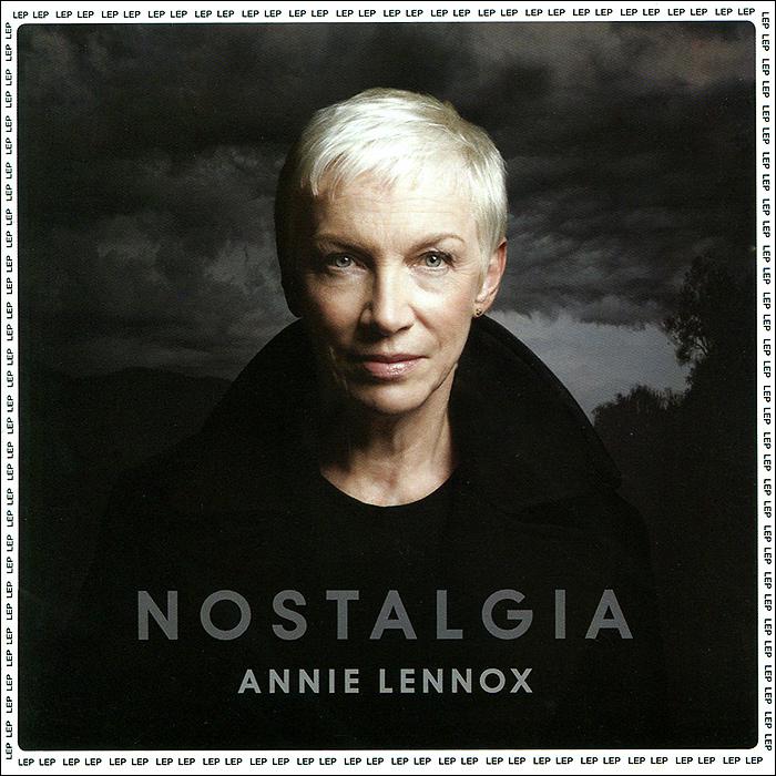 К изданию прилагается 8-ми страничный буклет с фотографиями и текстами песен на английском языке.