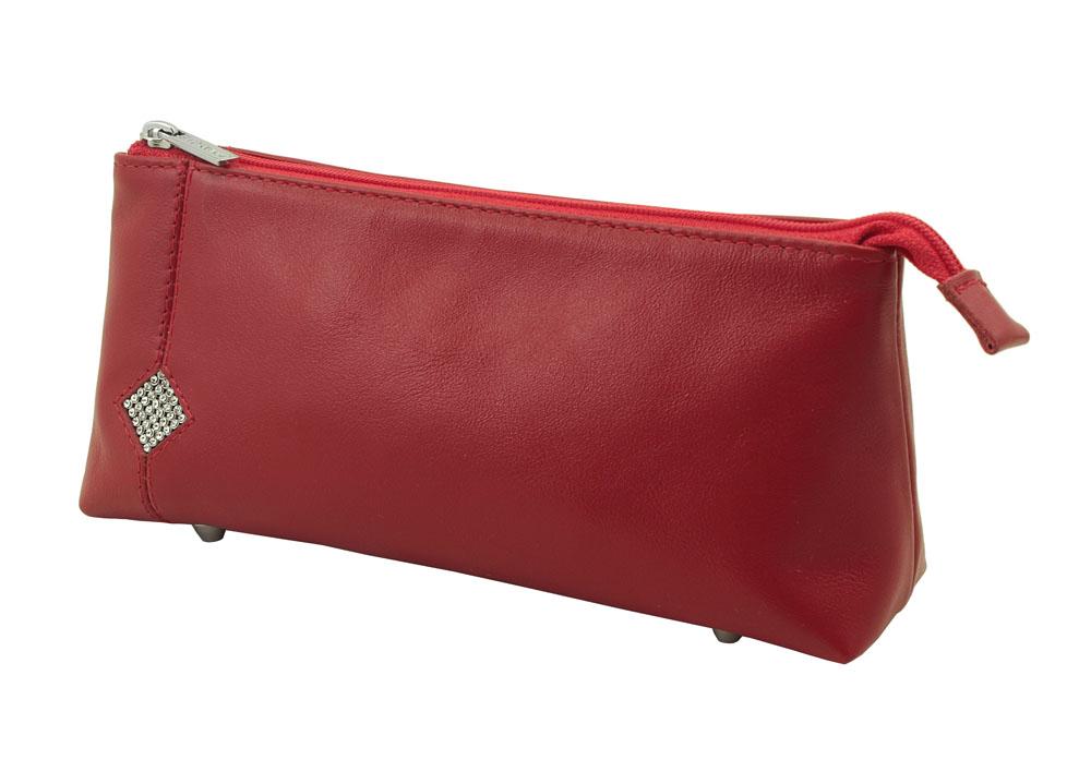 Косметичка Dimanche Рубин, цвет: красный. 011011Косметичка Dimanche Рубин изготовлена из высококачественной натуральной кожи и оформлена аппликацией из стразов в виде ромба. Внутренняя поверхность отделана шелковистым текстилем. Закрывается косметичка на застежку-молнию. На дне расположены четыре металлические ножки, которые позволят продлить срок службы изделия. Фурнитура серебристого цвета. Косметичка Рубин - яркий стильный аксессуар, который дополнит ваш образ и станет незаменимой вещью для хранения косметики. Благодаря компактным размерам она поместится в любую сумочку.