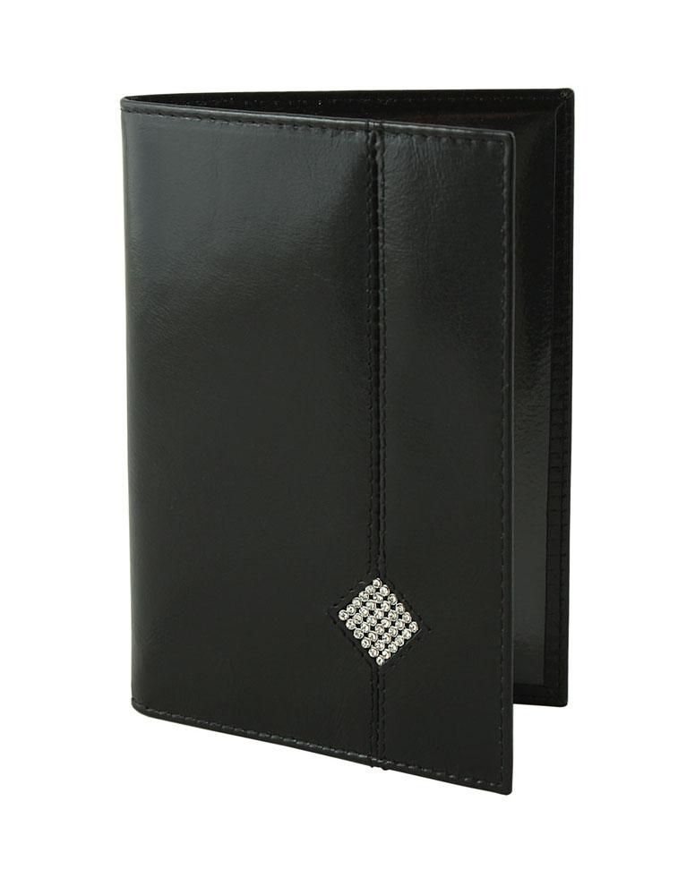 Обложка для паспорта Dimanche Daimond, цвет: черный. 170170Обложка для паспорта Dimanche Daimond выполнена из натуральной высококачественной кожи. На внутреннем развороте два кармана из прозрачного пластика. Снаружи обложка оформлена аппликацией из стразов в виде ромба. Упаковано изделие в фирменную картонную коробку. Такая обложка станет отличным подарком для человека, ценящего качественные и стильные вещи.